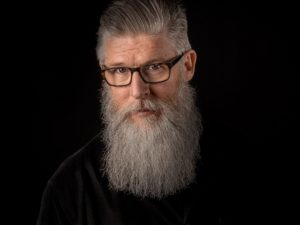 mężczyzna, siwe włosy
