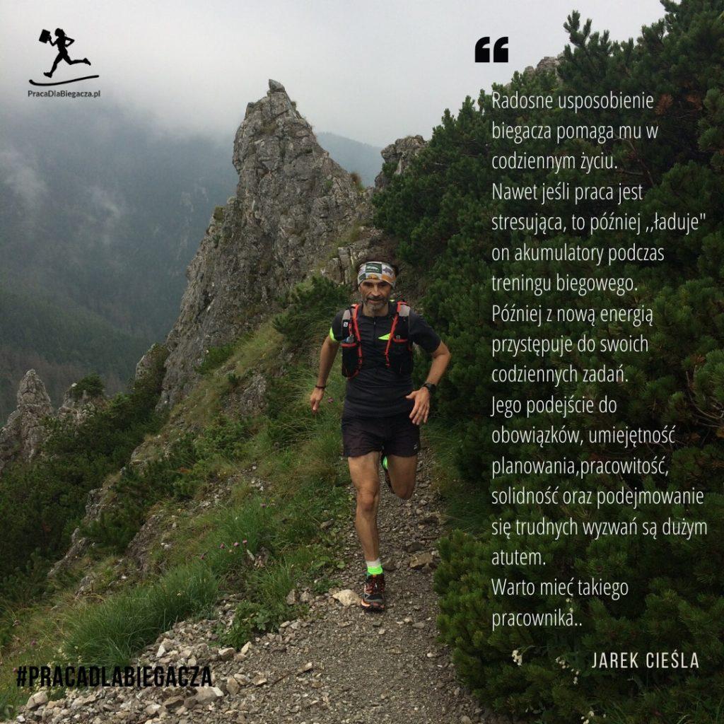 Zdjęcie autora podczas biegu w górach, cytat
